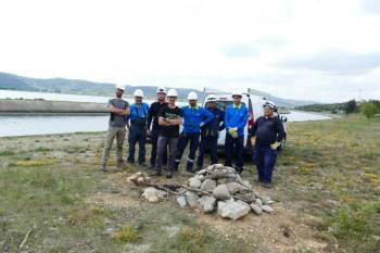 Equipe LPO et EDF devant un gîte à Lézard ocellé