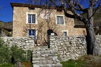 Le château d'Auribeau : une demeure de choix pour les oiseaux de la vallée des Hautes Duyes © LPO PACA